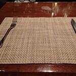 ウルフギャング・ステーキハウス - ナイフとフォークで食べることもできる