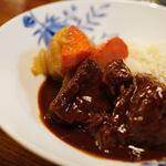 """洋食屋 - """"燉牛肉栗飯(うしにくにこみくりめし)""""、牛肉(うしにく)"""