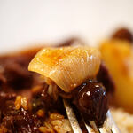 """洋食屋 - """"燉牛肉栗飯(うしにくにこみくりめし)""""、蔥頭(たまねぎ)"""