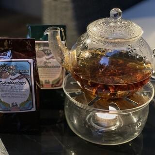 王室御用達の紅茶や、薬用ハーブとしても使われるお茶をご用意