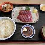 まるろ - 料理写真:カツオ刺身定食1600円