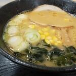 前沢サービスエリア(上り線)スナックコーナー - 料理写真:味噌ラーメン全景!コーンを拾って残さず食べた!