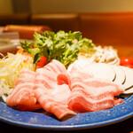 東京オーブン - 宮崎まるみ豚のバラ肉をメインに五彩の野菜