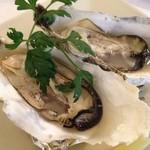 シーフードレストランアンドバーオーシャンズ - 牡蠣のオーブン焼き。