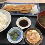 魚介卸問屋 マキハラ食堂 - 料理写真:サーモンハラス焼定食(並) ¥860(税別)