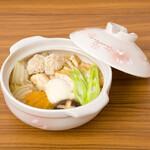麺キュイジーヌ 麻布邸 - 自家製つくねの味噌煮込みうどん