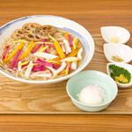 麺キュイジーヌ 麻布邸 - 冬野菜と根菜の温玉あんかけうどん