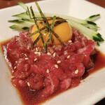 焼肉ホルモン ほるまさ - 黒毛和牛炙りユッケ 1380円