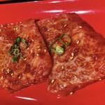 焼肉ホルモン ほるまさ - カイノミカルビ ハーフ 辛ダレ 690円