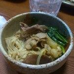 とりきん佐藤 - 牛肉・豚肉・油揚げ・豆腐・えのき茸・ニラ・椎茸・キャベツ・もやし・・・