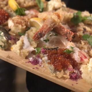 さまざまな食材を使用した、アイディアが光る創作天ぷらをどうぞ