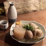赤垣屋 - おでん 大根、ロールキャベツ、卵、お豆腐