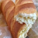 14332189 - 練乳クリーム入りのパン ¥126