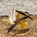 クリマ ディ トスカーナ - 五郎島金時の焼き芋 ビアンコマンジャーレ 和歌山産キンカン&富有柿 金沢の五郎島金時(さつま芋)を焼き芋にしたビアンコマンジャーレ(生クリームに砂糖を加えて煮固めたもの)、この甘さは甘いものが苦手な方でもいただけるのではと想像する味加減が、ちょっと絶妙で美味しいです♪