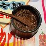 麺厨房 華燕 - 卓上の山椒
