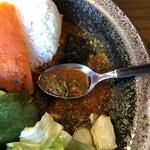 西屯田通りスープカレー本舗 - やっとスプーンに乗ります。