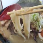 めんきち - 自慢の自家製麺ストレート麺(やや太)