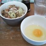 めんきち - 肉めしと、生卵(研ナオコ風に)