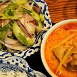 メナムのほとり - 赤カレーと、牛肉サラダ