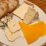 143341346 - フランスチーズ盛り合わせ 2000円