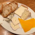 143341347 - フランスチーズ盛り合わせ 2000円