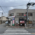 麺屋 一徳 - お店外観、駐車場もあります