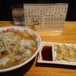 二朗麺 - チャーシュー&ワンタン麺、小650円