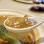 143354822 - 上海蟹コース:フカヒレの土鍋入り姿煮込み