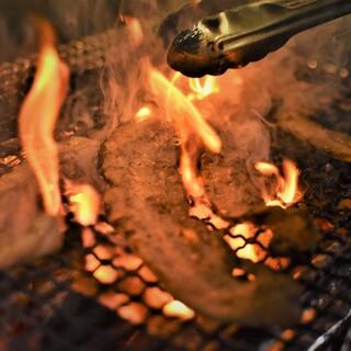 【6冠達成】相模豚の備長炭直火焼や絶品の炭火串焼は必食!