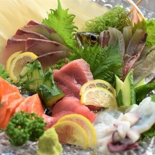 鮮度抜群!生け簀の旬鮮魚介を活造りで味わえる◎