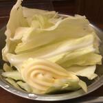 味楽瑠亭 - お通しのキャベツとマヨネーズで500円⁉️