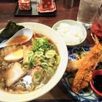 志麻 - 料理写真:志麻ラーメン+エビフライ+ライスセット 1,000円(税込)