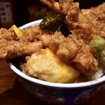 日本橋 天丼 金子半之助 - 江戸前天丼@980円:卵を割って…いい半熟です。