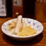 日本橋 天丼 金子半之助 - [左から]がりごぼう│いぶりたくあん