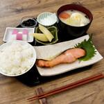 茶願寿cafe - 正月限定の魚定食です。(お雑煮付き)