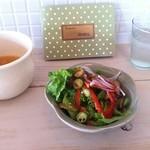 カフェ フォコリ - ランチのサラダとスープ