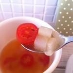 カフェ フォコリ - トマトと冬瓜のスープの一口