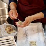 餃子・とんちゃん専門店 塚ちゃん餃子 - 餃子は注文を受けてから手作り