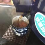コロムビア - 女将、ドラマでは五郎にお茶をサーブしていましたが、私にはしてくれないのね。 実際はセルフサービスです。