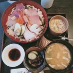 和歌里 - 海鮮丼