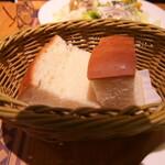 ペッシェドーロ - 自家製パン