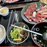 安楽亭 - ァミリーカルビ&ファミリーロース、 お肉は都合120g、869円