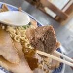 いろは食堂  - いろは食堂@鶴岡 中華そば・肉多め 肉片アップ