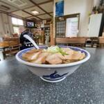いろは食堂  - いろは食堂@鶴岡 中華そば・肉多め 横から