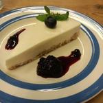snob's heart cafe - レアチーズケーキ