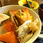 和食工房 磯好 - 料理写真:海鮮丼1000円