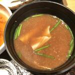 てんぷら 木坂 - 三つ葉と湯葉の赤出汁