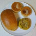 143417559 - 道灌山ロール、お豆とレンコンのカレーパン、イングリッシュマフィン