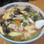 蓬莱軒 - きくらげ麺