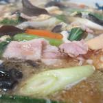 蓬莱軒 - きくらげ麺のアップ